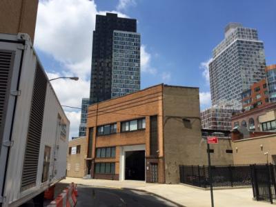 交易:FSA广场的Brian Pun以1,017万美元从Arkady Sheynin购买两座LIC建筑物 - 2-23 Borden Avenue和2-24 51st Avenue