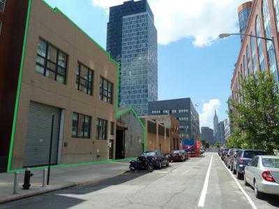 皇后大楼的开发商购买两个LIC大厦为个人办公空间